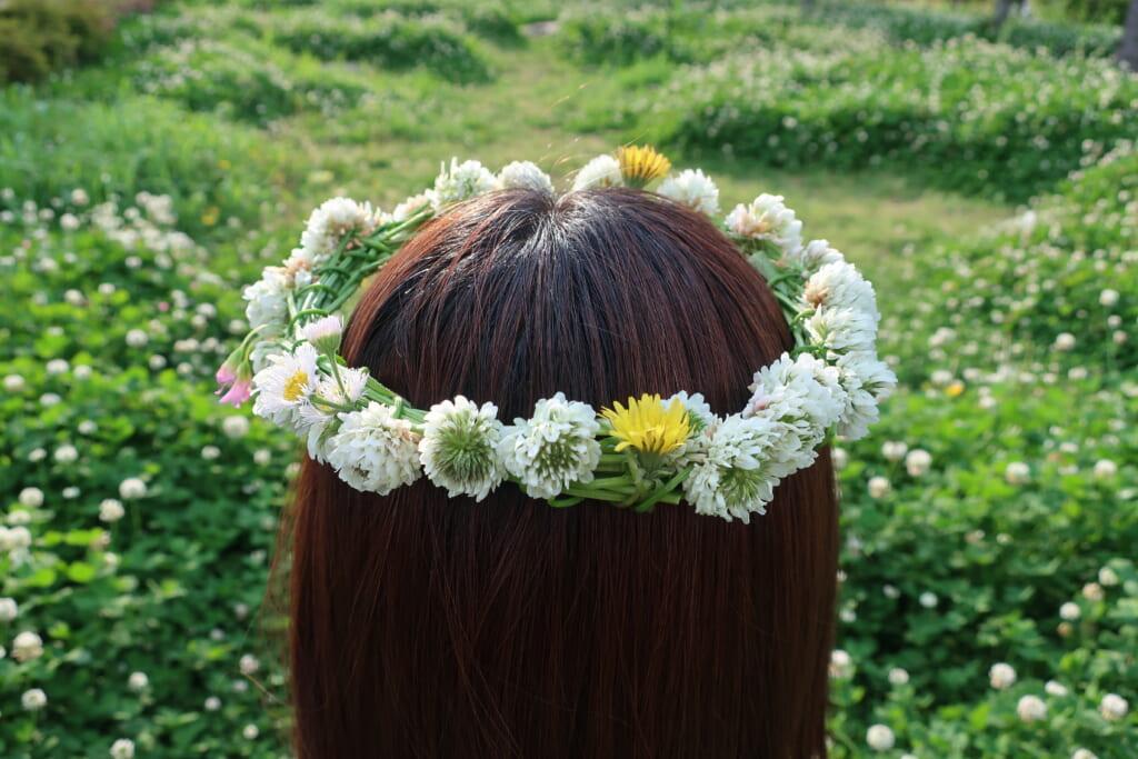 季節のわくわく工作&遊び「シロツメクサ de 花かんむり♡」